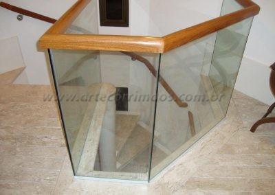 Corimão de Madeira encaixado em vidro cristal