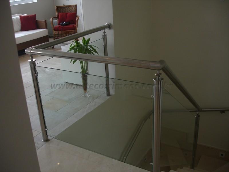 Corrimão de inox com vidro transparente