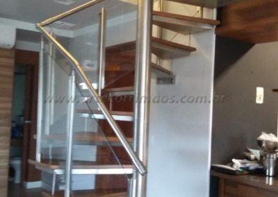 Escada Caracol Quadrada guarda corpo de inox com vidro