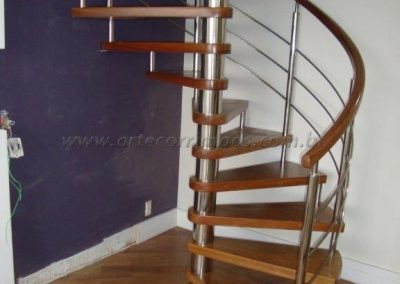 Escada Caracol de Madeira com inox