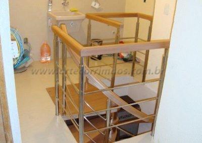 Escada Caracol de madeira jequitiba e inox
