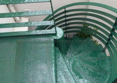 Escada Caracol em ferro com pintura em esmalte sintetico Verde Colonial