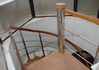 Escada Caracol inox 304 e Madeira Cumaru Praia
