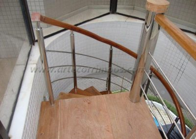 Escada Caracol inox 304 e Madeira Cumaru - apartamento Praia