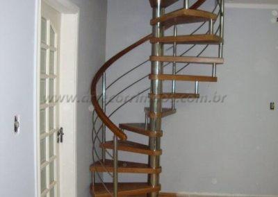 -Escada Caracol madeira e inox