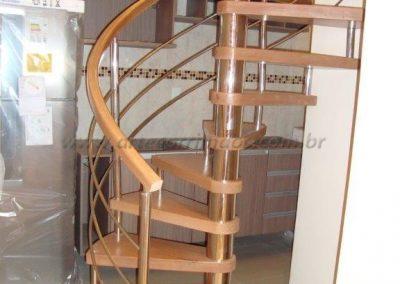 Escada Caracol madeira e inox