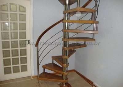 Escada Caracol madeira e inox.