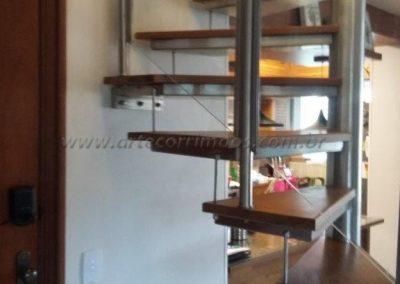 Escada Caracol quadrada bandeja de inox