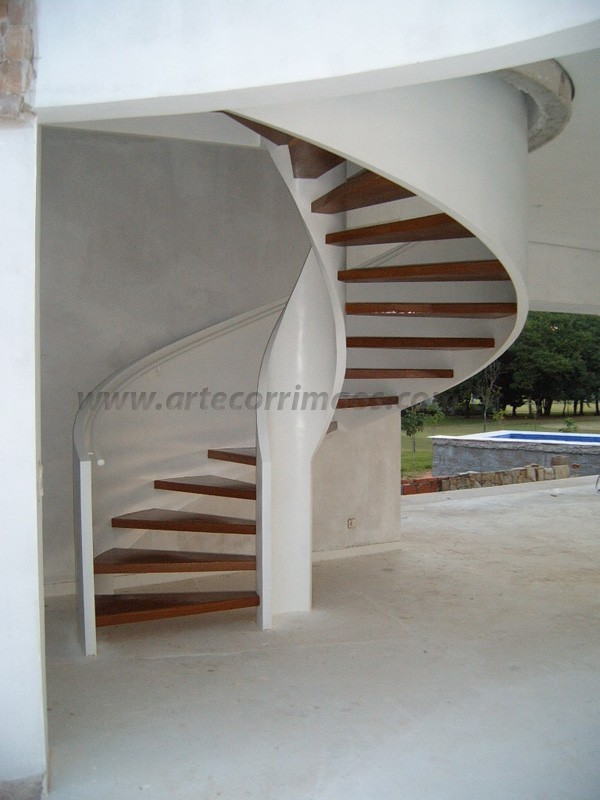 Escada Madeira corrimão ferro