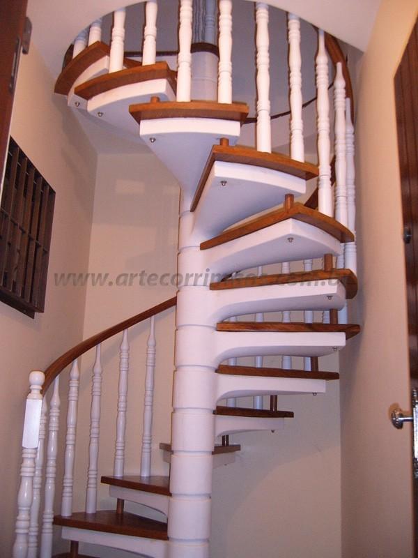 Escada e corrimão de Madeira