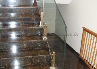 Guarda Corpo de vidro 12 mm temperado pelicula 3 m e torres de inox escada marmore