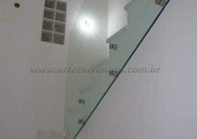 Guarda Corpo de vidro com botão na escada