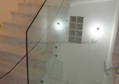 Guarda Corpo de vidro transparente verde com botão