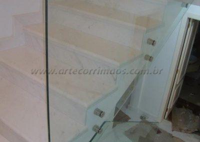 Guarda Corpo na escada vidro com botão