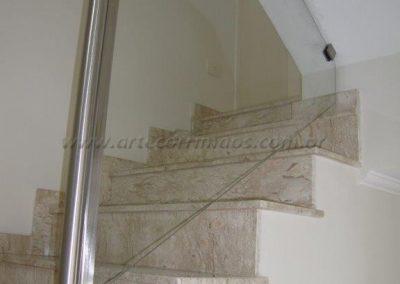 Guarda corpo de inox escovado com vidro transparente na escada