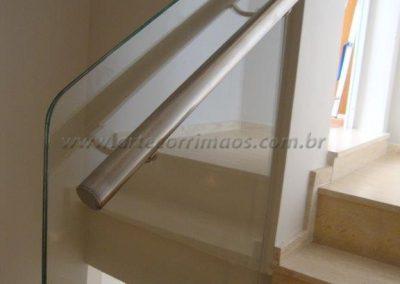 Guarda corpo de vidro laminado e temperado na escada