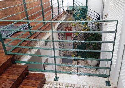 Guarda corpo e escada em ferro