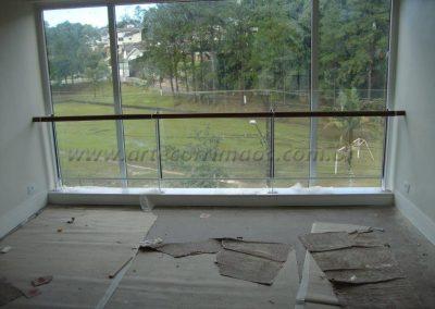 Guarda corpo para sacada de vidro transparente