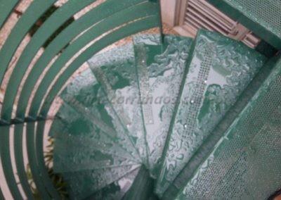 Pisadas escada com chapa perfurada