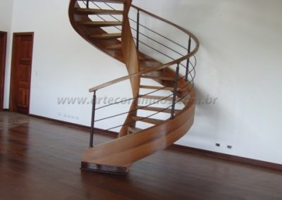 Escada Helicoidal Madeira Cumaru
