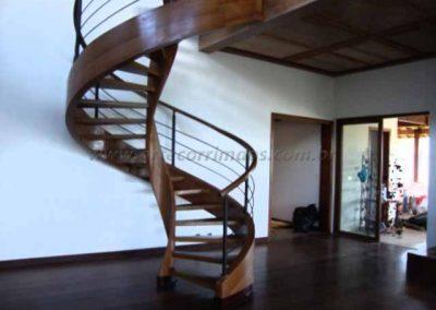 Escada espiral Helicoidal em Madeira