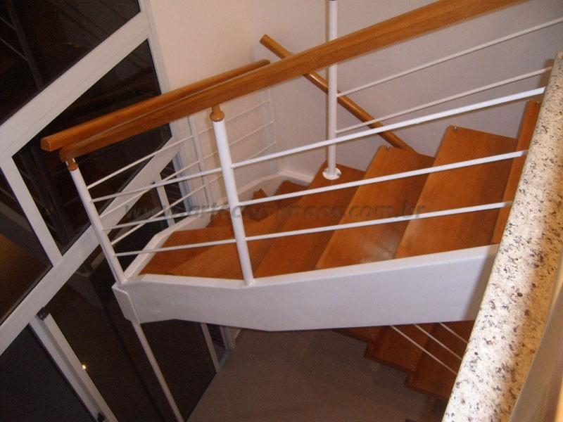 Corrimao Madeira e escada de madeira