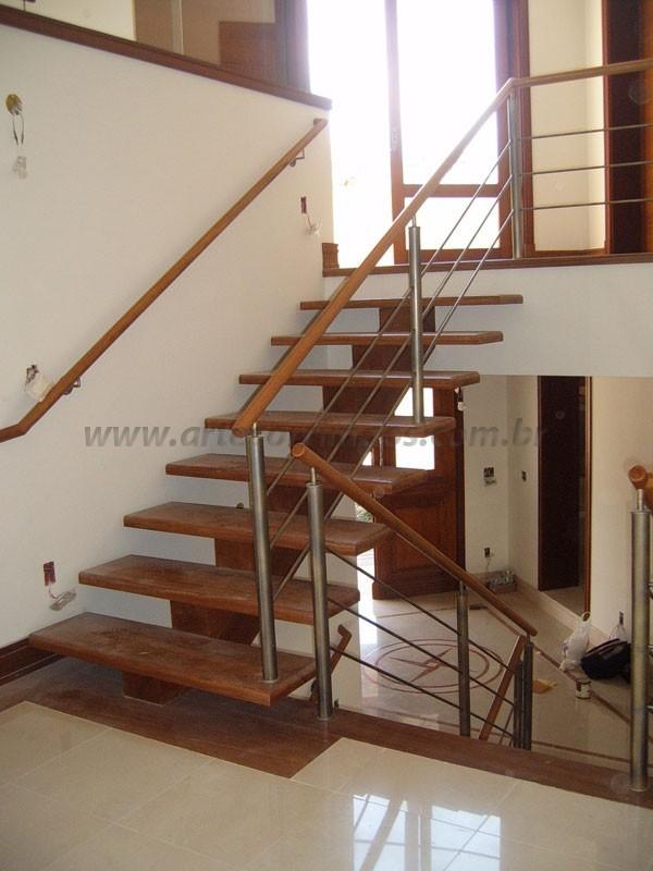 Escada Madeira Corrimao madeira e inox