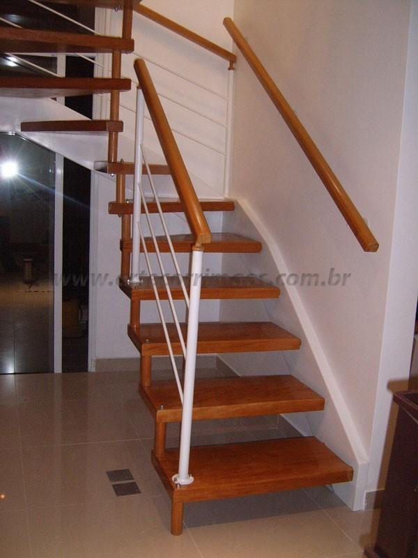 Escada Madeira com Corrimao tambem de Madeira