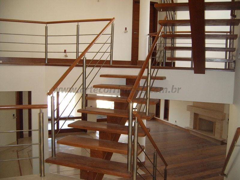 Escada Madeira com corrimao aço inox
