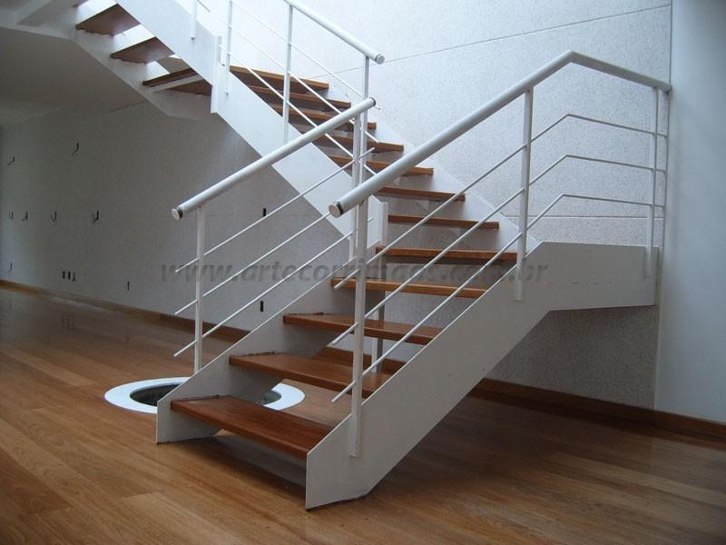 Escada Madeira com ferro