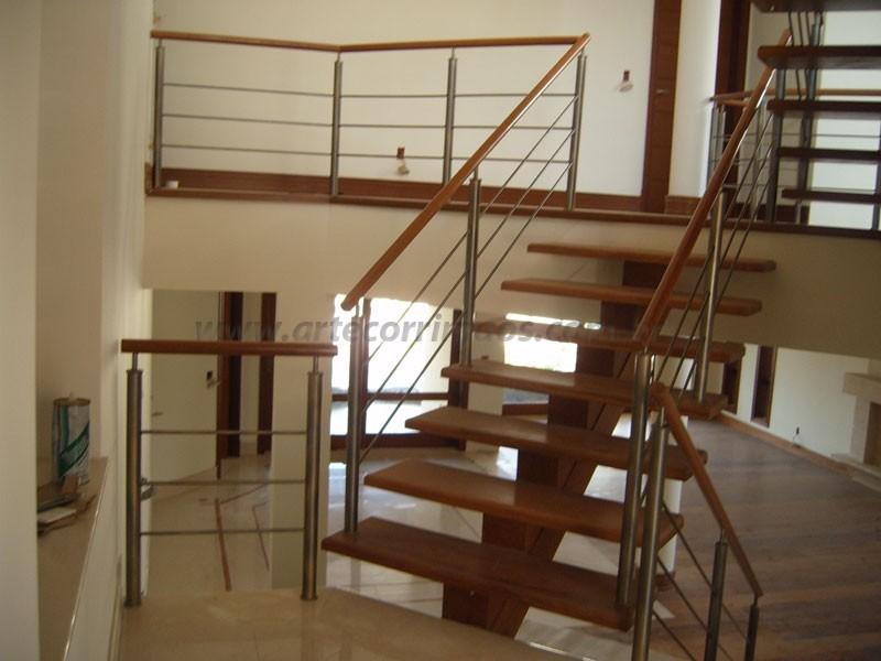 Escada Madeira corrimao aço
