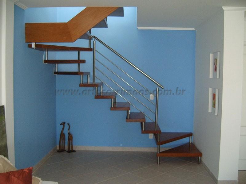 Escada Madeira corrimao aço inox