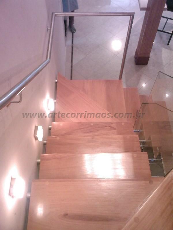 Escada Madeira corrimao inox