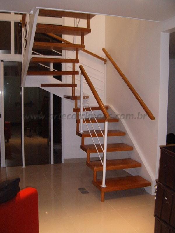 Escada de Corrimão Madeira