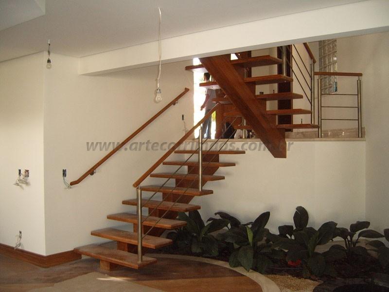Escada de Madeira e corrimao