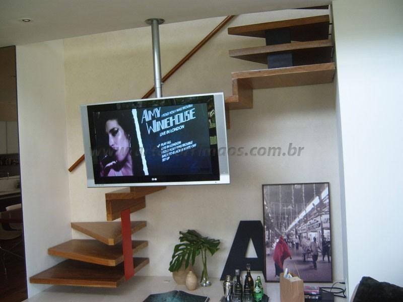 Escada de Madeira e corrimaos