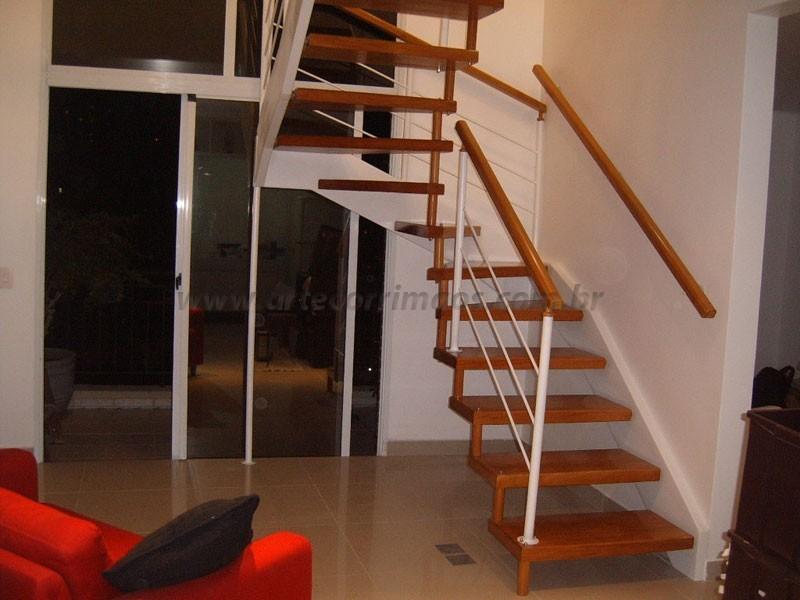Corrimão Madeira e Escada