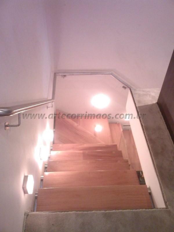 Escada e corrimão de aço inox