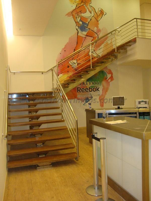 Escada e corrimão madeira e aço inox