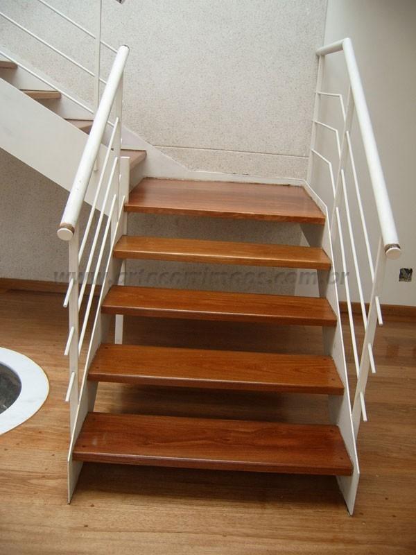 Escada madeira e Ferro corrimao