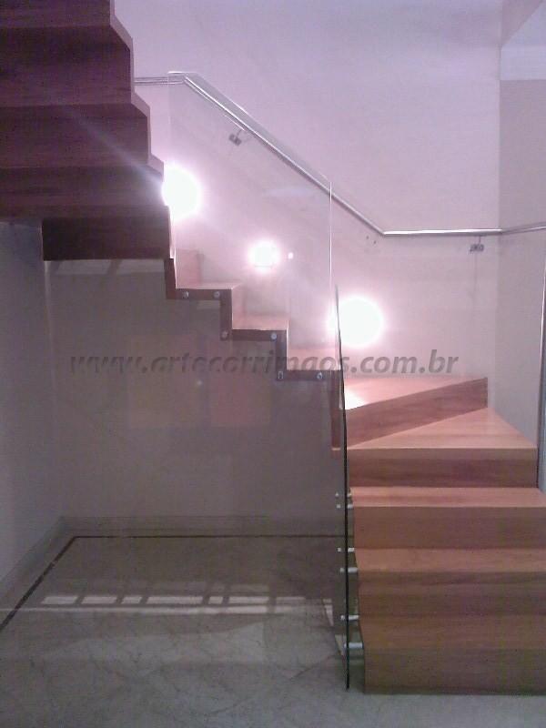 escada e corrimao aço e vidro