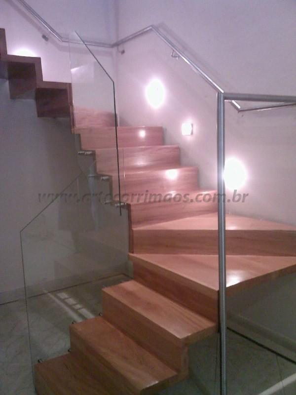 escada e corrimao de aço