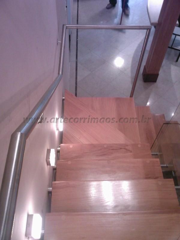 escada madeira e corrimao inox