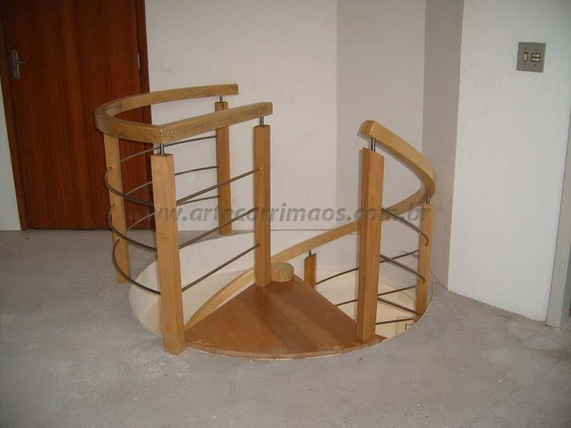 corrimao para escada em madeira curvo