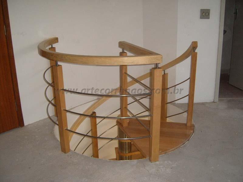 corrimao para escada de madeira curvo