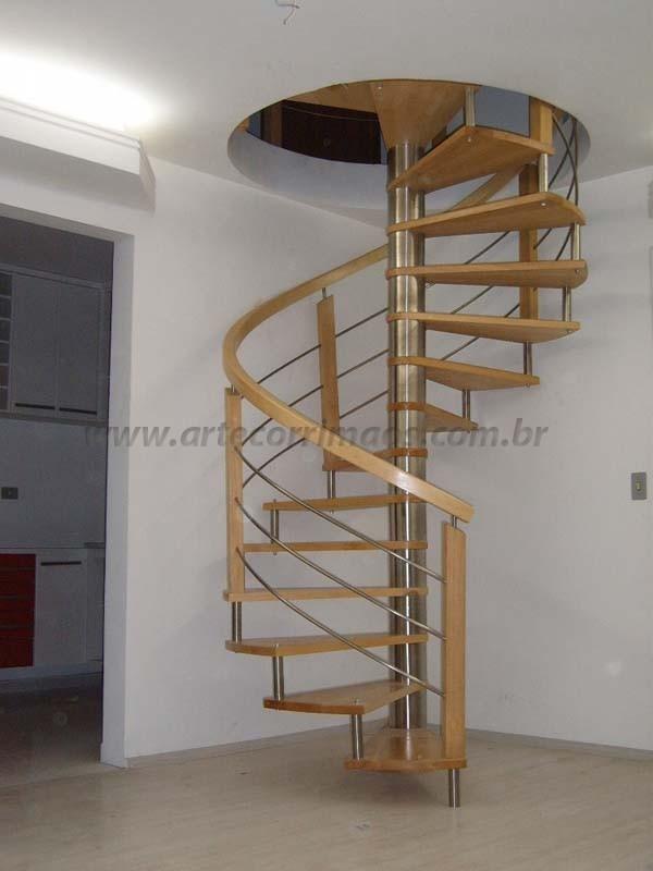 escada de madeirae corrimao especial curvo
