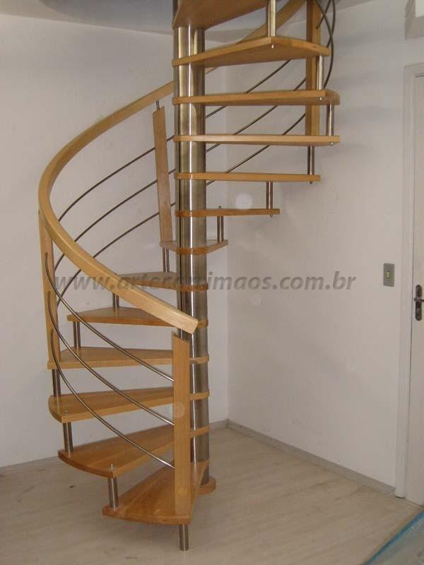 Escada em Inox e madeira curva