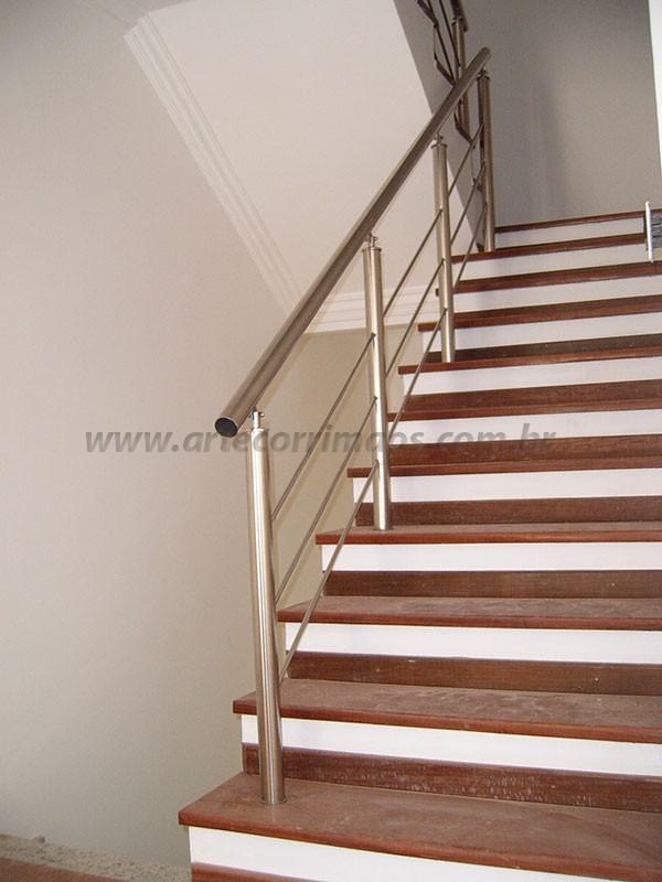 corrimaos em inox de escada residencial