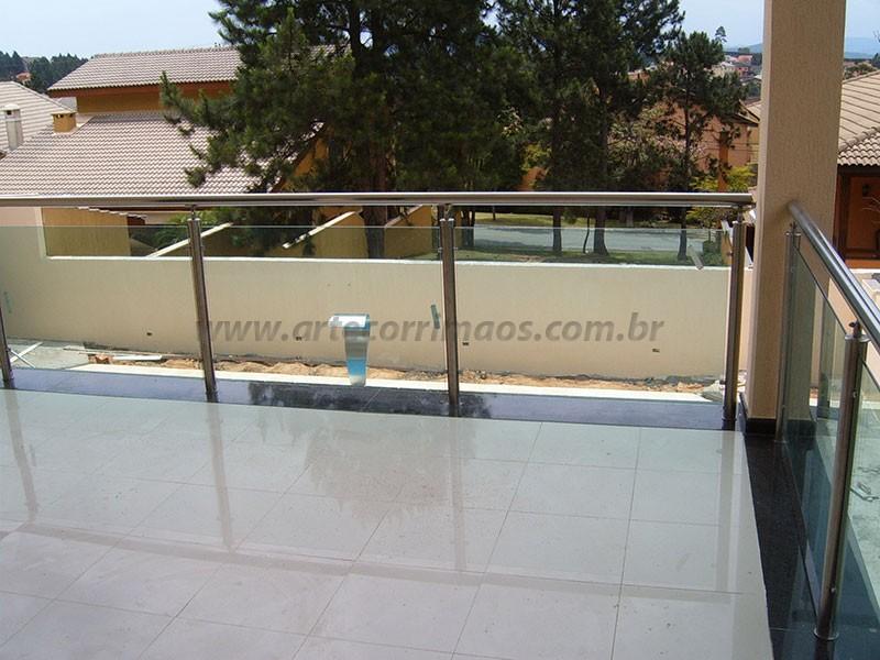 corrimaos em inox e vidro transparente