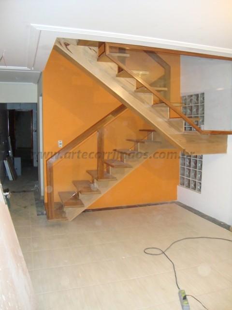 Corrimao e escada madeira com vidro